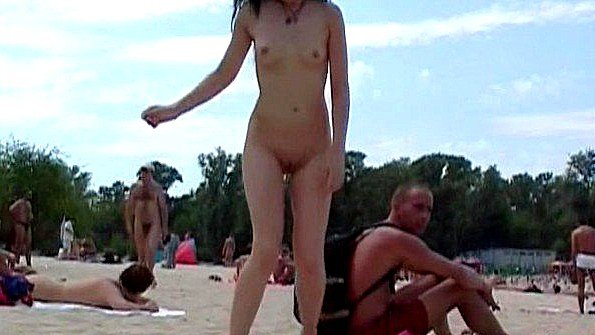 Первый раз с маленькой грудью юная на публике