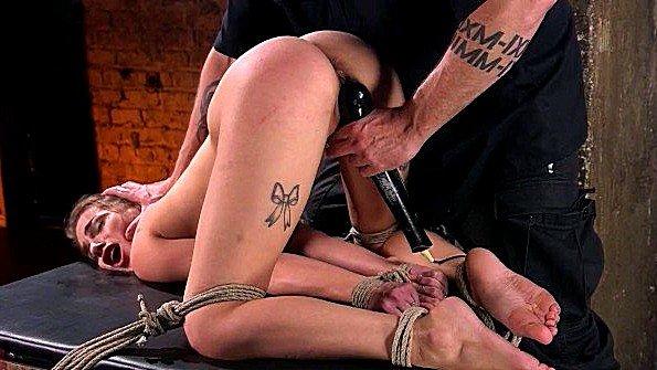 Девица в верёвках изнасилование с сексигрушками (Sydney Cole)