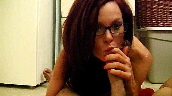 В первый раз с буферами мама заглатывает писюн секс от первого лица рыжая