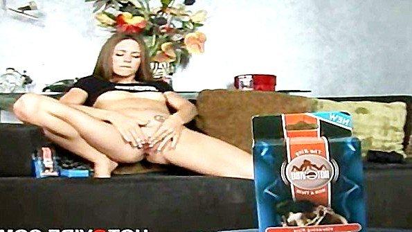 Девка онанирует вагину с дилдой (Autumn Winters)