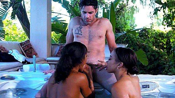 Секс втроем с маленькой грудью юная на публике (Adriana Maya, Charles Dera, Nicole Bexley)