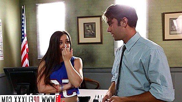 Брюнетка молодая в школе (Logan Pierce, Lola Foxx)