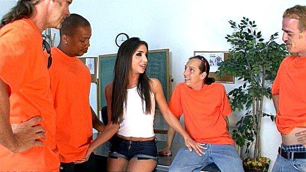 Толпой одну изнасиловали залили спермой (Giselle Leon)