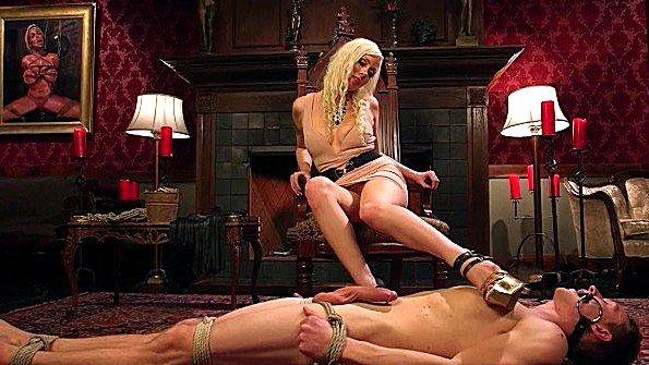 Девица в верёвках изнасилование (Lorelei Lee)