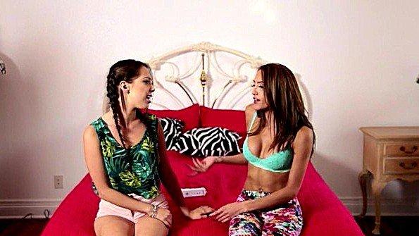 Девка делает куни помоложе горничную (Chloe Amour, Jenna Sativa)