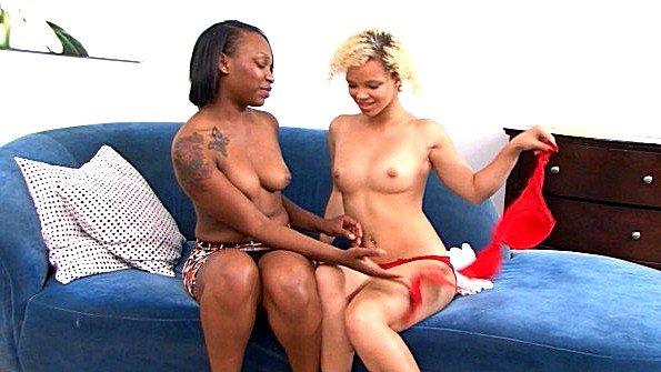 Первый раз толстожопая лижет пизду лесбияночки с маленькой грудью темнокожая (Nikki Ford)
