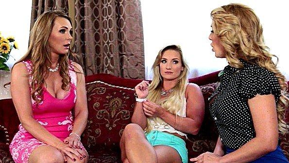 Сиськастая порево втроем милфа лесби молоденькая няню (Cali Carter, Cherie Deville, Tanya Tate)