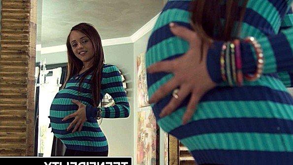 В жопу большим членом жесткий трах юная (Holly Hendrix, Ryan Madison)