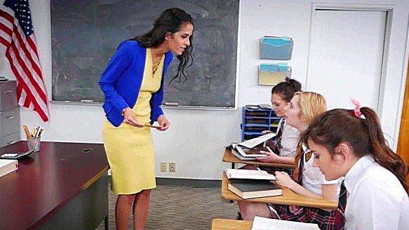 Ебля втроем лесбухи молодуха в школе (Abby Lee Brazil, Adria Rae, Megan Sage)