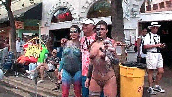 Непрофессионалка сиськастая на улице