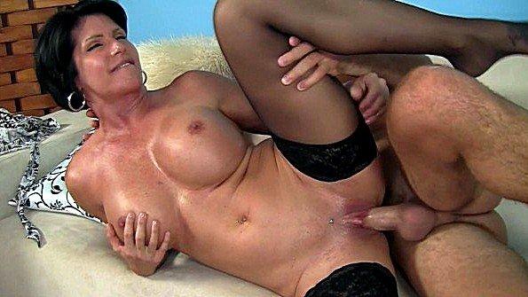 С большими дойками девушку жестко задолбили мамашка (Shay Fox)