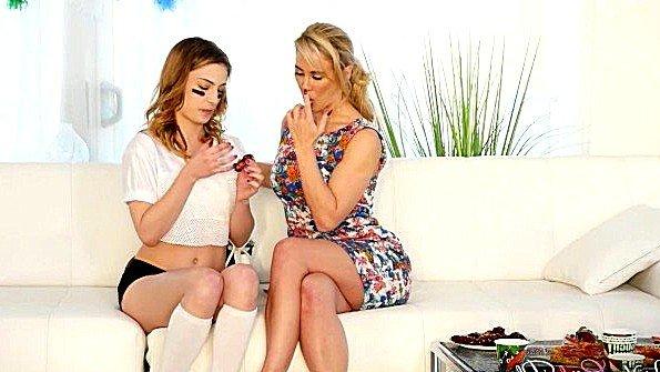 Инцест милая лесбияночки с фаллоимитатором (Cherie Deville, Kristen Scott)