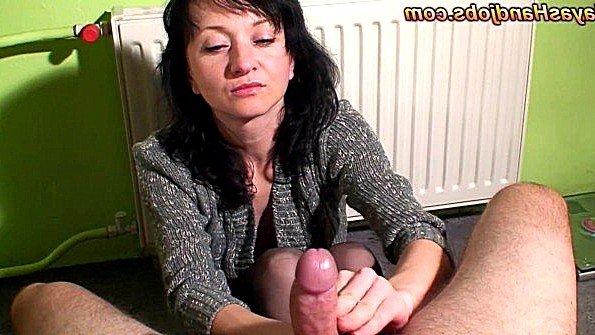 Аматерка домашнее дрочит член парню с кончиной секс от первого лица