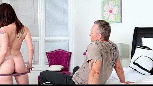 Брюнетка жесткий секс с маленькими сиськами молодая (Marcus London)