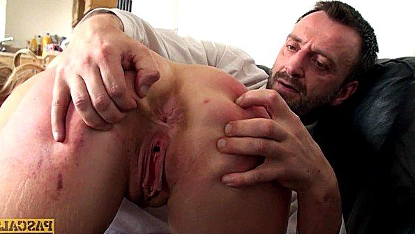 Сисястая британка со спермой сосет хуй