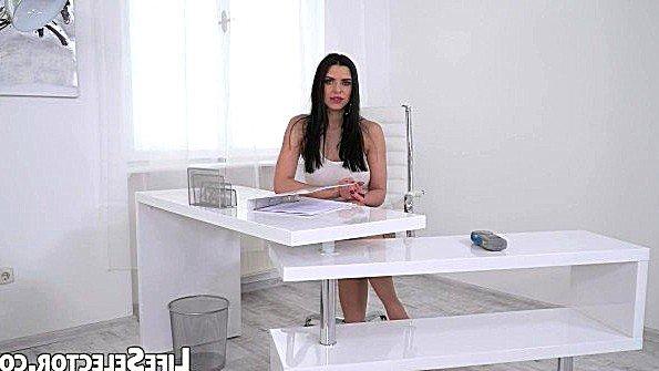 Титькастую девку жестко ебёт секс от первого лица (Antonia Sainz, Kira Queen)