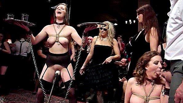 В задницу обездвиженная групповой секс в общественном месте (Aiden Starr, Cherry Torn, Ramon Nomar)