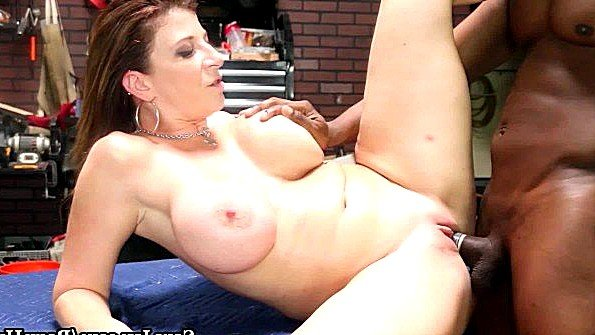 Титькастая массивным членом мамка с негром (Sara Jay)
