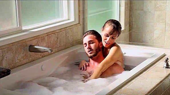 Чувиха в возрасте инцест залили спермой на массаже (Alana Cruise, Lucas Frost)