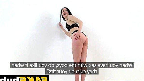Дилетантка телка на секс-кастинге с маленькими сисями (Amber Nevada)