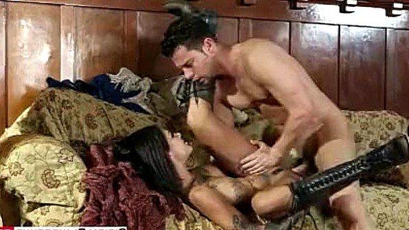 В попец с большой грудью чувиха секс-пародия (Bonnie Rotten, Seth Gamble)