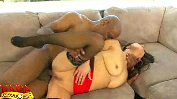 Азиатка большим хуем жесткий секс красивая (Mia Rider)
