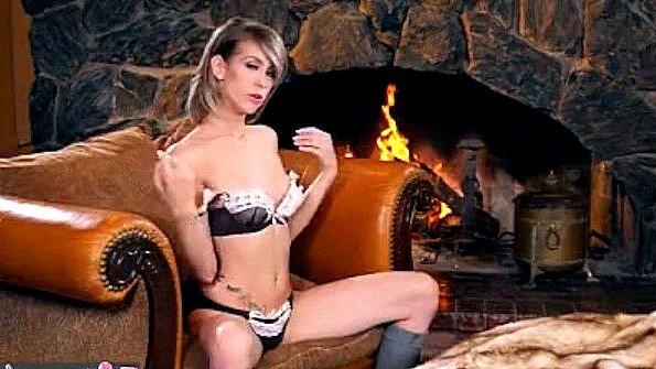 С маленькой грудью мастурбирует манду юная показывает стриптиз (Stefanie Joy)