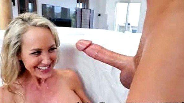 Титькастая мамка инцест на массаже берет в рот болт (Brad Knight, Brandi Love)