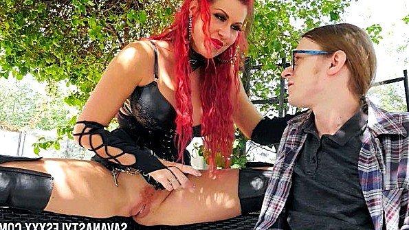 С большими дойками и курит прилюдно рыжая (Conor Coxxx, Savana Styles)