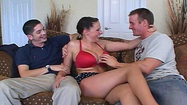 С большой грудью чувиха секс втроем в возрасте (Alex Gonz, Gianna Michaels, Tj Cummings)