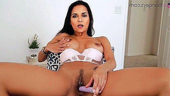 Титькастая онанирует вагину секс от первого лица (Abby Lee Brazil)