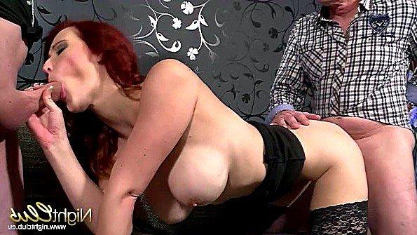 С большой грудью секс втроем немка рыжая