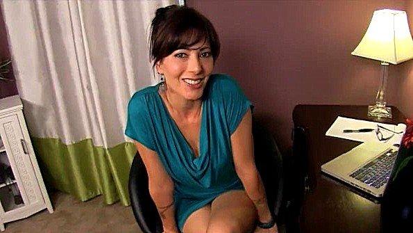 Крупным членом подрочила член жена отсосала фаллос секс от 1-го лица (Zoey Holloway)