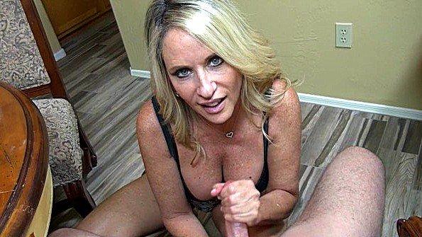 Деваха дрочит пенис мама инцест (Jodi West)