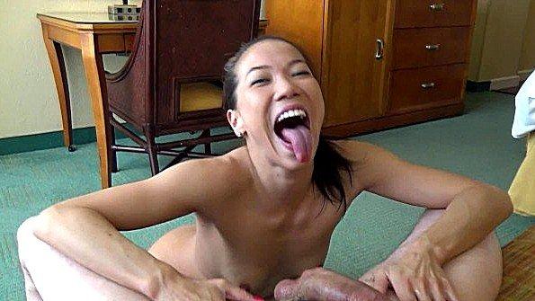 Азиатка дилетантша насосалась елду от первого лица (Kalina Ryu, Mark Rockwell)