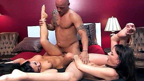 Азиаточка брюнеточка секс втроем жесткий трах (Asa Akira, Dana Dearmond, Derrick Pierce)