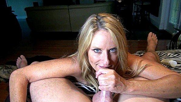 Сисястая зрелая инцест со спермой от первого лица (Jodi West)