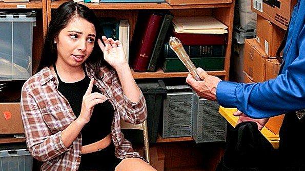 Потаскуха с текущей спермой худая 18-ти летняя (Luna Leve)