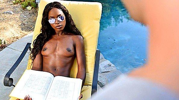 Огромным хуем жестко задолбили косплей с негром чернокожая (Ana Foxxx, Logan Pierce)