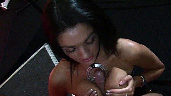 Деваху с буферами с крупной жопой британка соску групповой секс жестко оттрахали с дилдо