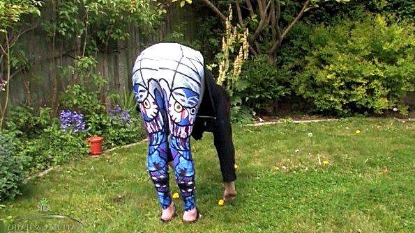 Дилетантша девушка гладит письку голая стриптиз