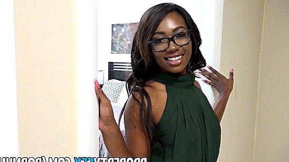 Толстозадую огромным членом жестко трахнули милая худенькая африканка секс от 1-го лица (Skyler Nicole)