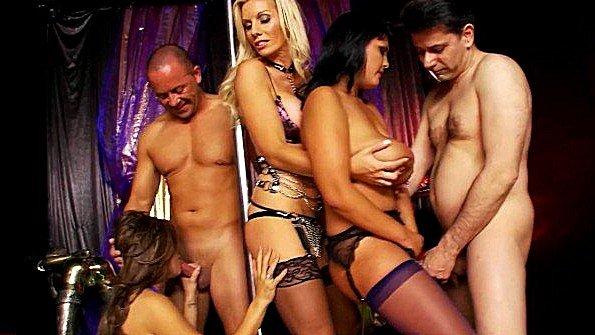Биксу титькастую широкобёдрую девку на вечеринке групповая оргия жестко ебёт мамка