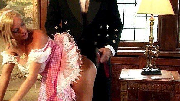 Телочку большегрудую крупным членом жестко выебали отсосала фаллос секс-пародия старик (Antonia Deona)