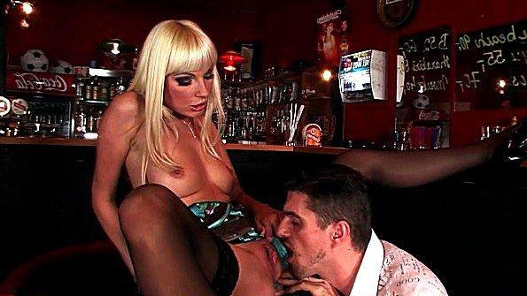 В анал блондинка грудастая жесткий секс зрелка куннилингус публично