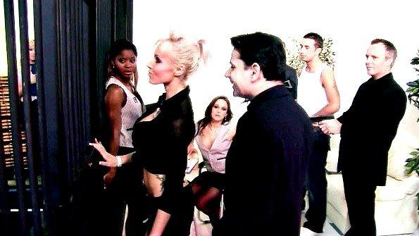 Блонда брюнеточка групповуха жесткий трах зрелая темнокожая (Carolyn Reese)