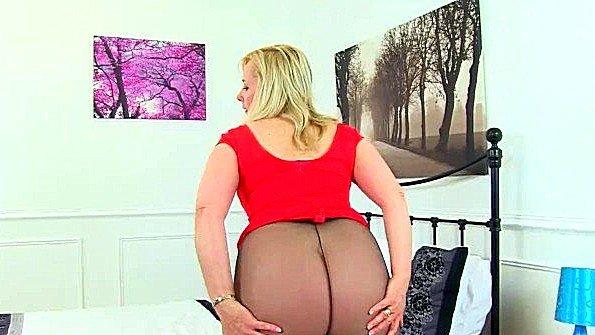 В первый раз деваха британка зрелая секси стриптиз