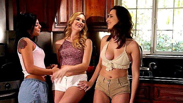 Девонька с большой грудью секс втроем инцест лижет влагалище лесбияночки худенькая помладше струя из пизды (Ashley Adams, Gina Valentina, Kenna James)