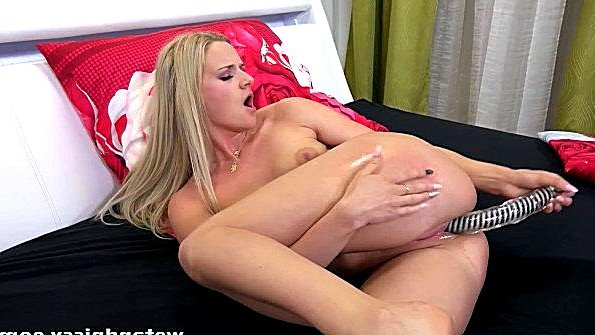 смотреть бесплатно порно дед ебет молодых