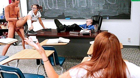 Худая 18-ти летняя ролевые игры в школе (Izzy Bell)